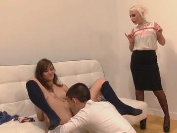 ecciones de sexo en La Escuela de FAKings con la profesora Gina